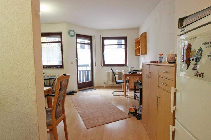 Bild 2: Ideal für Singles und Kapitalanleger - Zentrale Wohnung mit Balkon und TG-Stellplatz