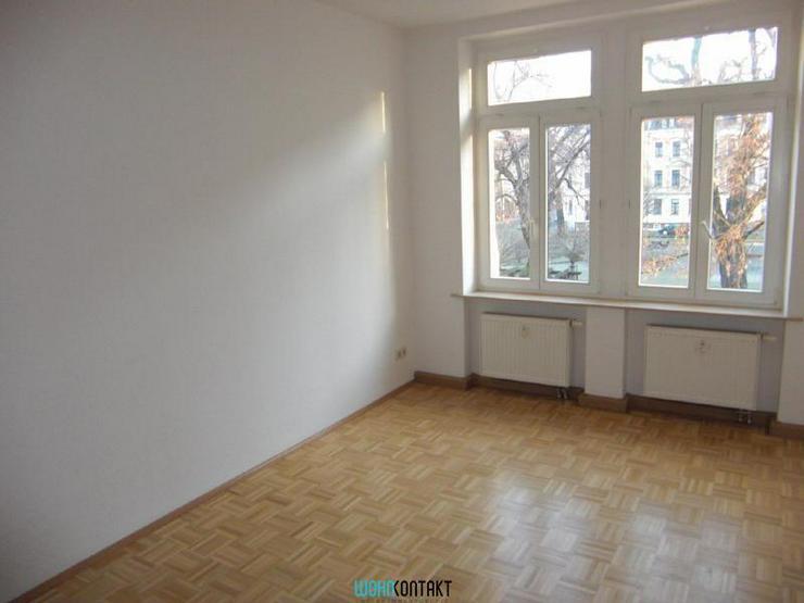 Bild 5: ** Dachgeschosswohnung * 2-Zimmer * EBK * Parkett *