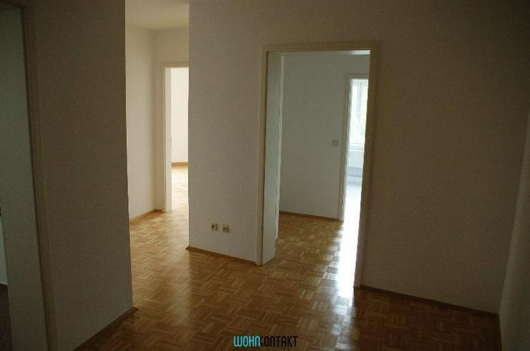Bild 3: ** Dachgeschosswohnung * 2-Zimmer * EBK * Parkett *