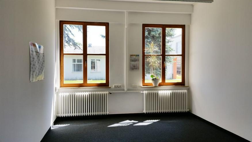 Bild 2: EBENERDIGES BÜRO MIT CHARME FÜR 2-3 ARBEITSPLÄTZE AB 495,50 EURO/MONAT