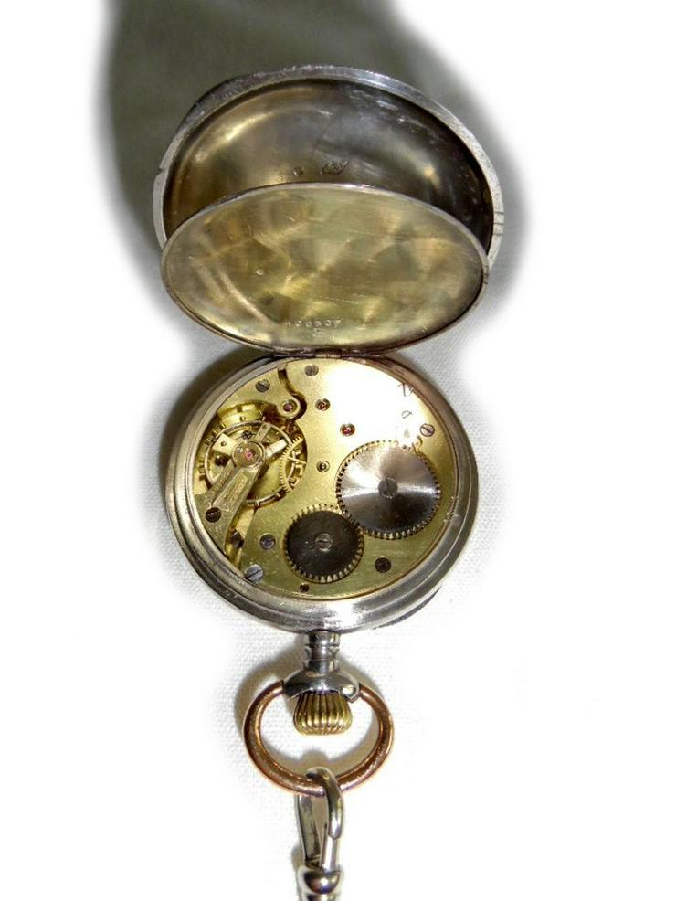 Bild 5: Silberne Taschenuhr von Chateleu mit Kette
