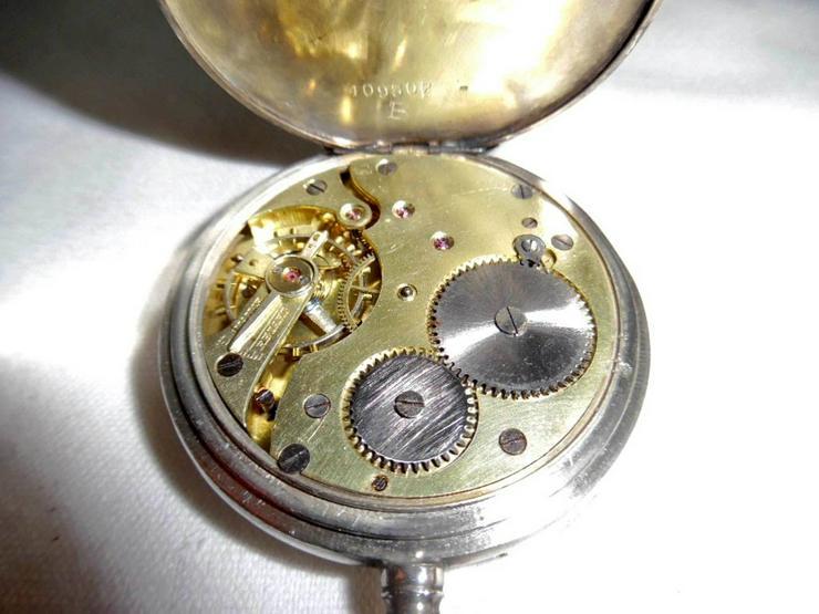 Bild 6: Silberne Taschenuhr von Chateleu mit Kette