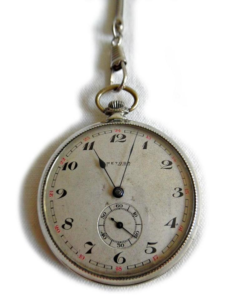 Bild 2: Silberne Taschenuhr von Metoda