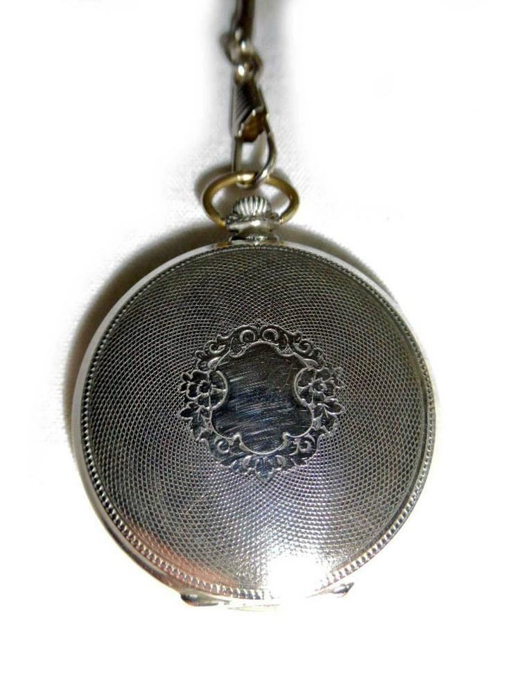 Bild 3: Silberne Taschenuhr von Metoda