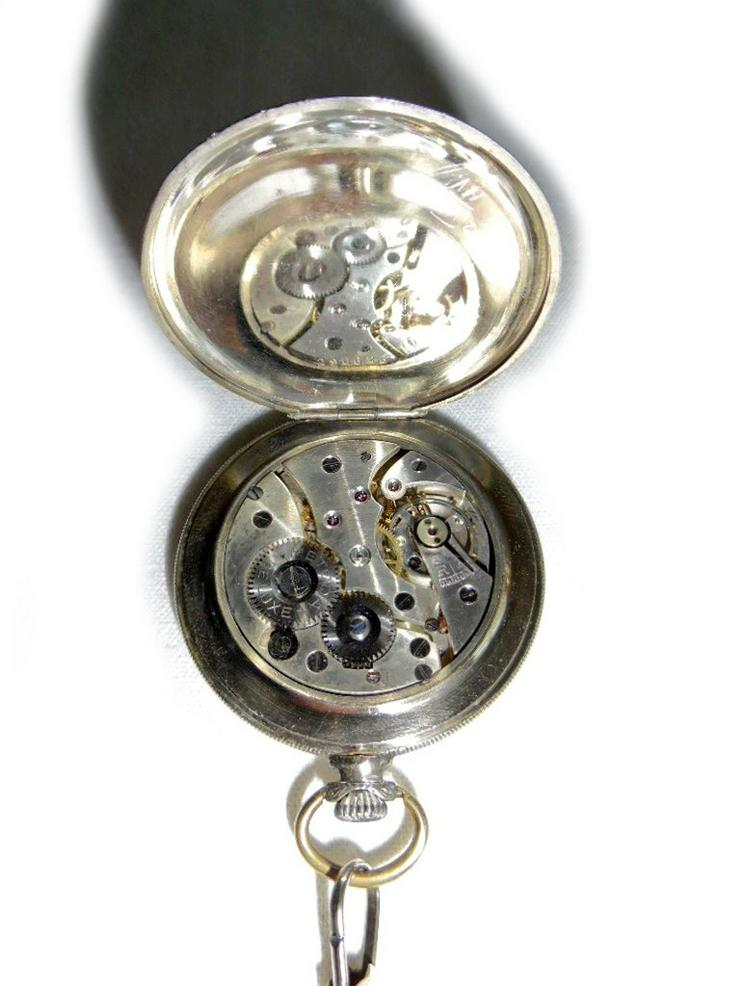 Bild 4: Silberne Taschenuhr von Metoda