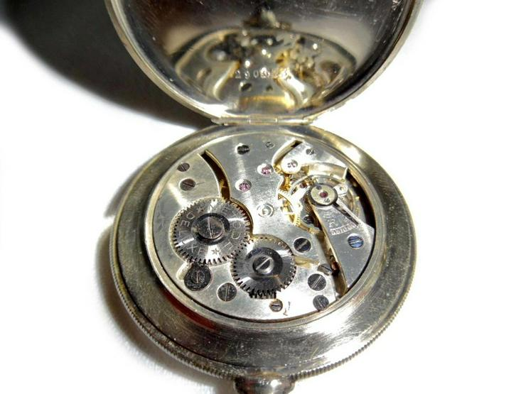 Bild 5: Silberne Taschenuhr von Metoda