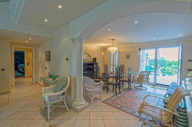 Bild 18: Sehr elegante Villa in einer exklusiven Wohngegend mit Meerblick