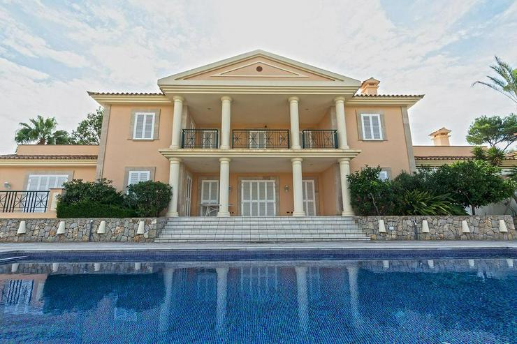 Sehr elegante Villa in einer exklusiven Wohngegend mit Meerblick