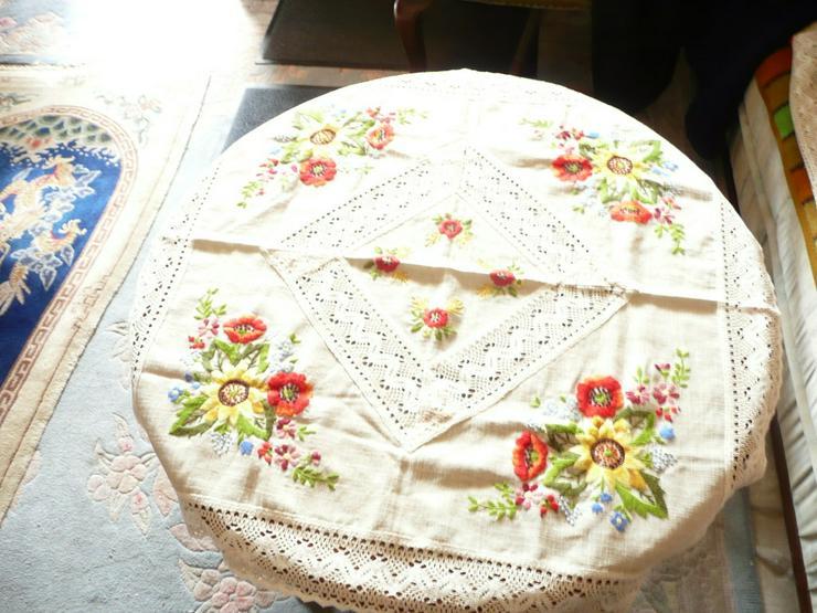 Original ungarische Plattstickerei-Tischdecke
