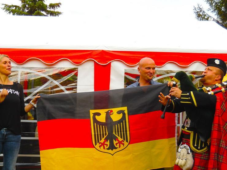 Bild 2: Sackpfeifer Bagpiper Dudelsackspieler - München