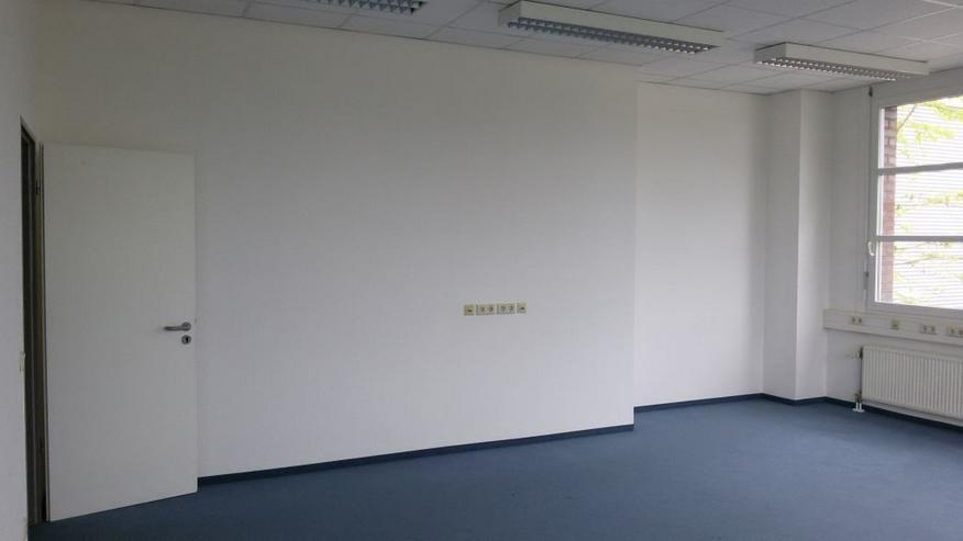 Bild 2: ANGEBOT APRIL - TEILRENOVIERTES ECKBÜRO MIT TOLLER AUSSICHT ZUM MONATLICHEN KOMPLETTPREIS