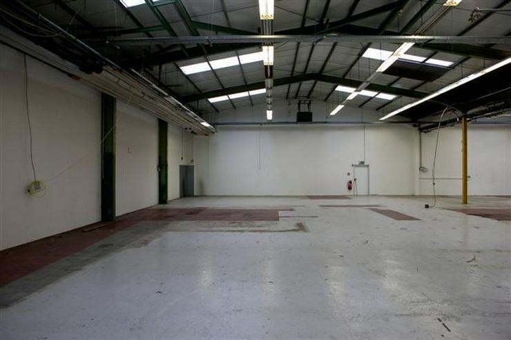 Bild 3: BIS 1500 m² PRODUKTIONS- UND LAGERFLÄCHEN AB 1,99 EUR/m²* IDEAL FÜR KURZZEITLÖSUNGEN