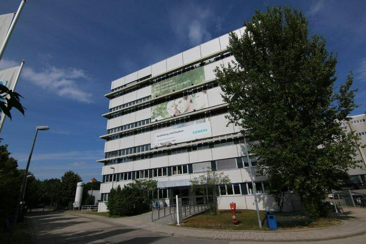 Bild 6: VERSCHLIEßBARE UND TROCKENE LAGERBOXEN MIT CA. 4 METER DECKENHÖHE