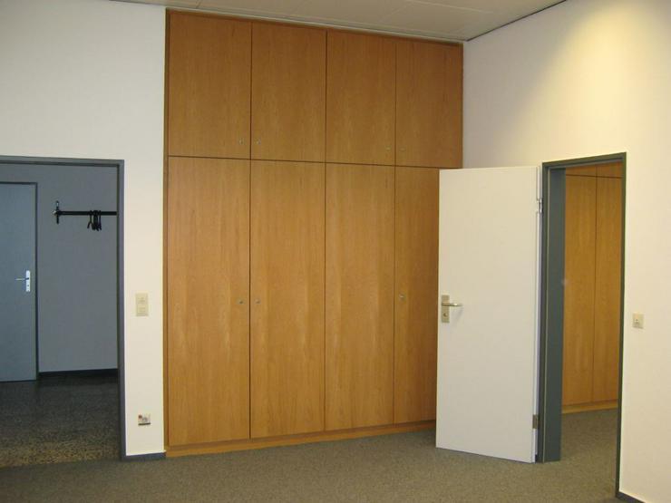Bild 3: GESCHLOSSENE BÜROETAGE INKL. ARCHIV- UND KONFERENZRÄUME AB 5,20 EUR/m²