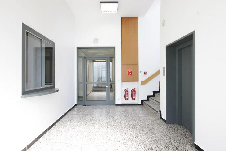 Bild 5: FLEXIBLES BÜRO MIT BLICK INS GRÜNE & TEEKÜCHE & LOUNGEBEREICH FÜR 350 EUR/MONAT