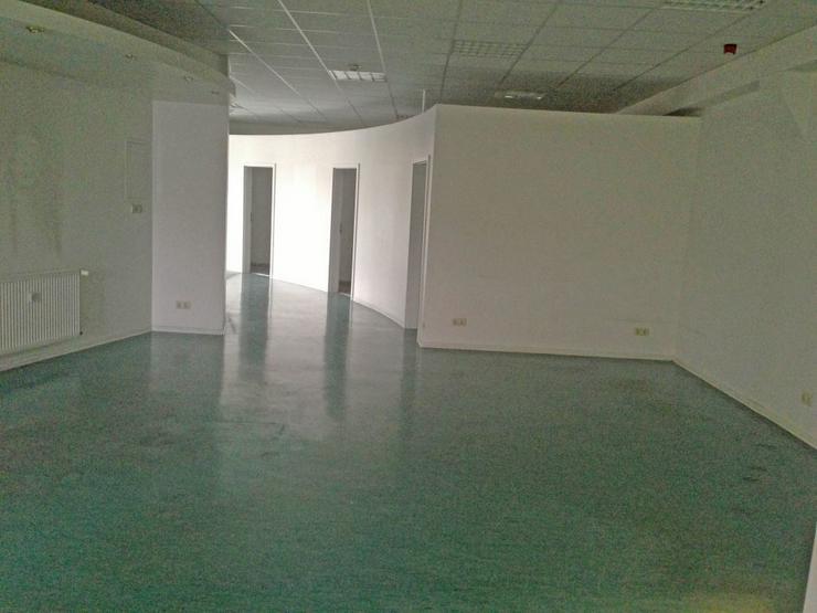 Bild 3: TOP-FLÄCHE - IDEAL ALS GROßRAUMBÜRO ODER SHOWROOM - AB 4,49 EUR/m²