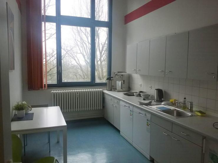 Bild 6: GROßRAUMBÜRO MIT RUHIGEN ARBEITSZONEN UND TEEKÜCHE AB 7,10 EUR/m²