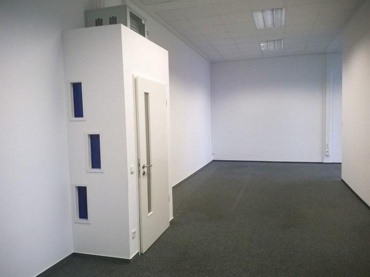 Bild 2: GROßRAUMBÜRO MIT RUHIGEN ARBEITSZONEN UND TEEKÜCHE AB 7,10 EUR/m²