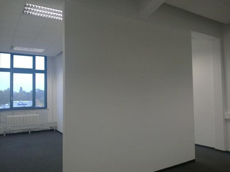 Bild 3: TEILRENOVIERTES BÜRO MIT DREI RAUMZONEN, TEEKÜCHE UND PERSONENAUFZUG AB 7,20 EUR/m²