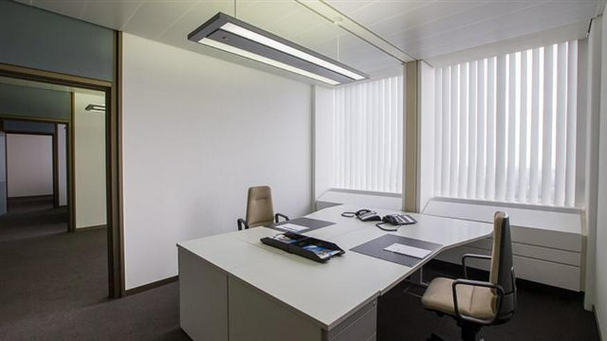 Bild 2: WOHLFÜHLBÜROS MIT HIGH-SPEED INTERNET & BUSINESS SERVICES IM RUHRTURM