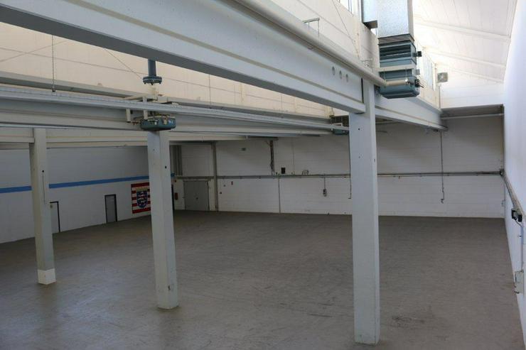 Bild 4: EBENERDIGE LAGERFLÄCHE IN 2 ABSCHNITTE ABGETEILT MIT KRAN & RAMPE AB 1,99 EUR/m²