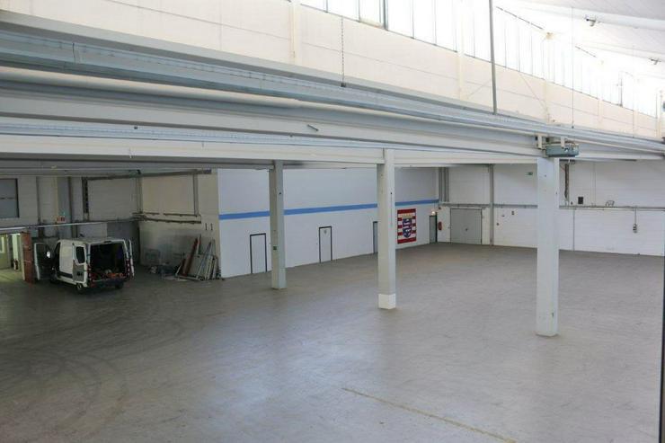 Bild 2: EBENERDIGE LAGERFLÄCHE IN 2 ABSCHNITTE ABGETEILT MIT KRAN & RAMPE AB 1,99 EUR/m²