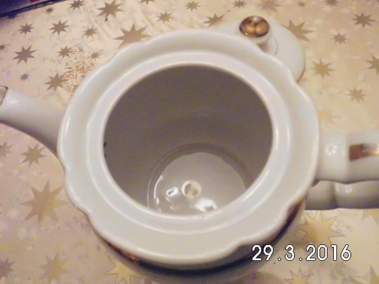 Bild 3: Teekanne Porzellan weiß /gold von Oma /