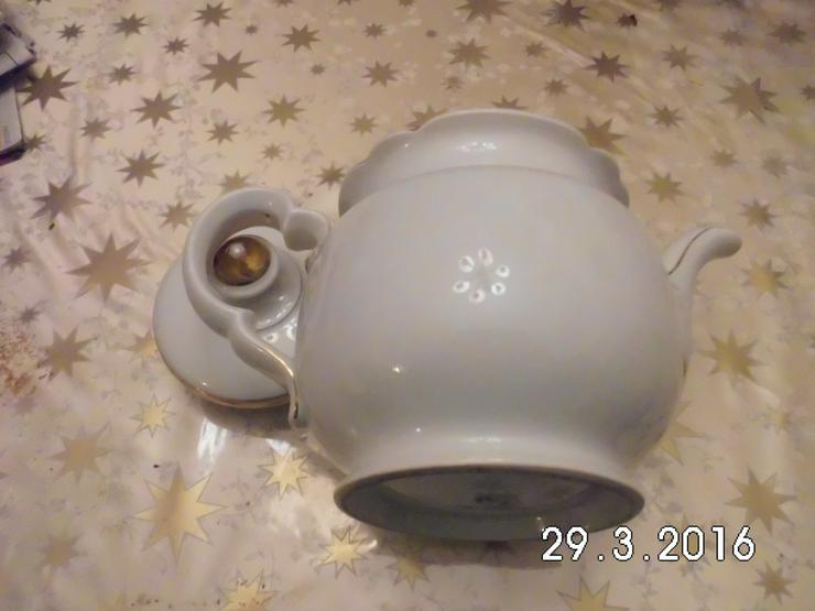 Bild 4: Teekanne Porzellan weiß /gold von Oma /