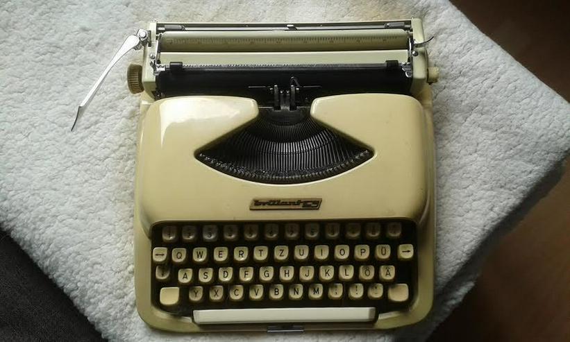 Bild 10: Kofferschreibmaschine  50 er Jahre