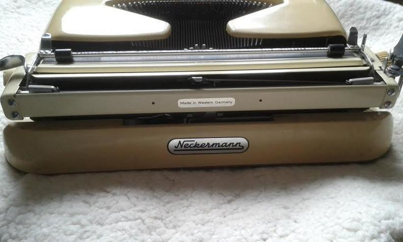 Bild 8: Kofferschreibmaschine  50 er Jahre