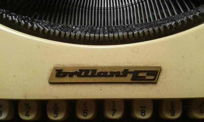 Bild 11: Kofferschreibmaschine  50 er Jahre