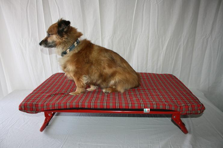 Outdoor / Indoor Hundeliege rot mit Metallfed
