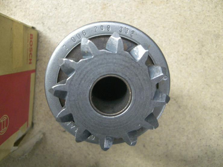 BOSCH  Getriebe mit Ritzel 2 006 209 332
