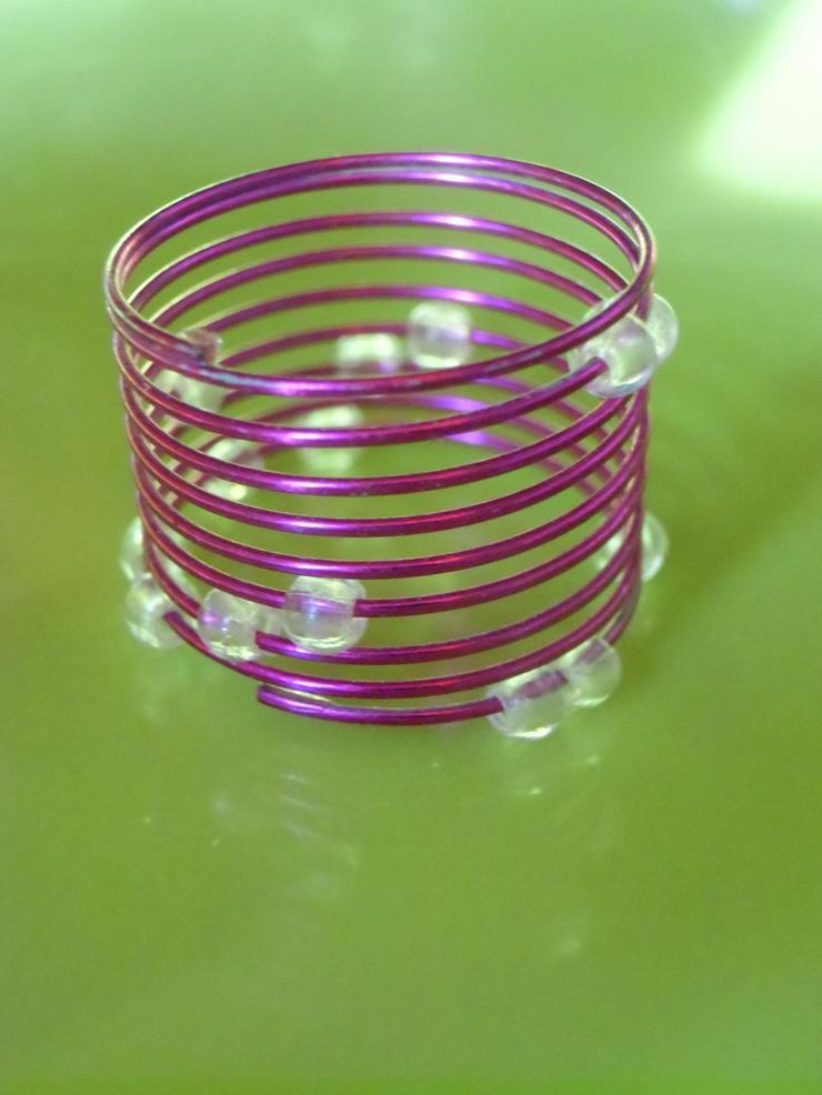 pinklilaner Ring mit durchsichtigen Perlen