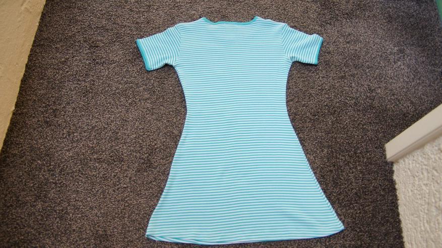 Bild 4: Kleid, Gr. 140, grün-weiß, neu