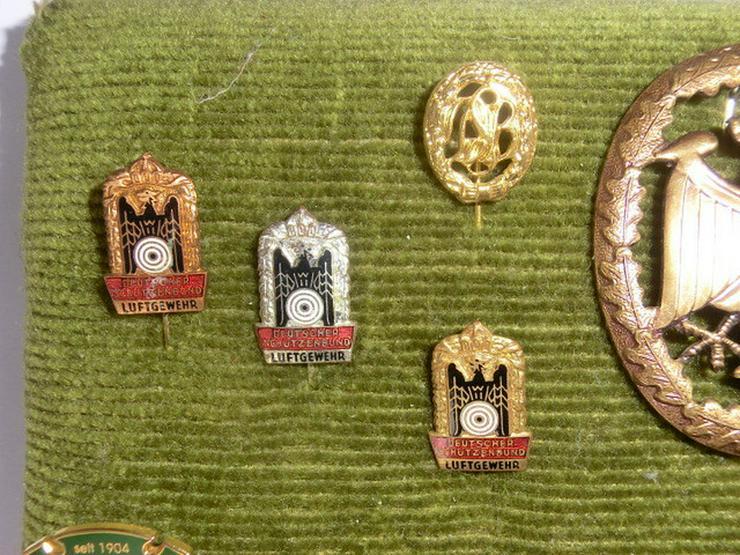 Bild 2: Abzeichen aller Art