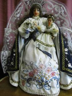 Antike Puppe Madonna mit Kind unter Glassturz