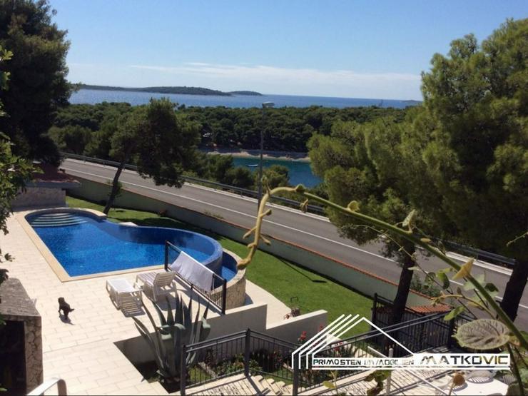 wundersch nes haus mit pool in primosten kroatien auf. Black Bedroom Furniture Sets. Home Design Ideas