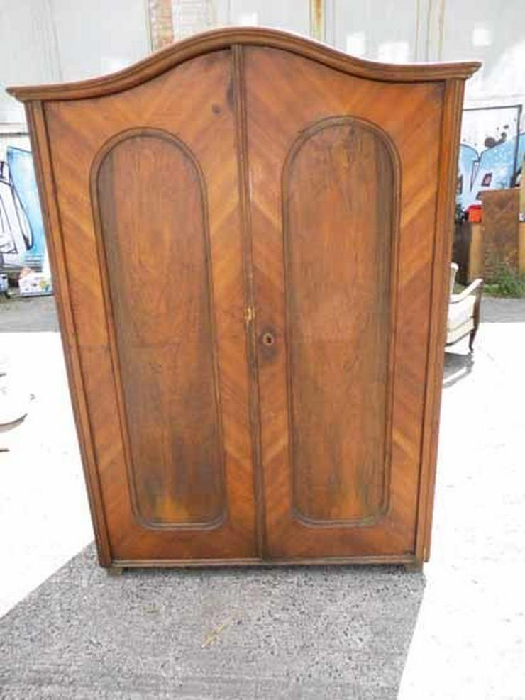 bilder zu gr nderzeit kleiderschrank um 1900 holzschra. Black Bedroom Furniture Sets. Home Design Ideas