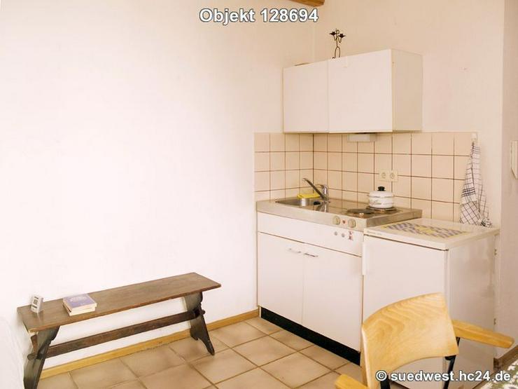 Bild 3: Karlsruhe-Innenstadt-West: Zweckmäßig eingerichtetes Zimmer mit eigener Dusche