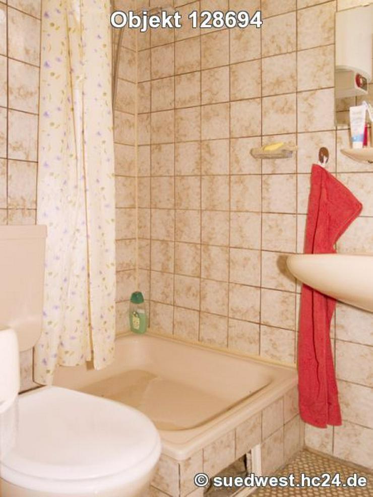 Bild 4: Karlsruhe-Innenstadt-West: Zweckmäßig eingerichtetes Zimmer mit eigener Dusche