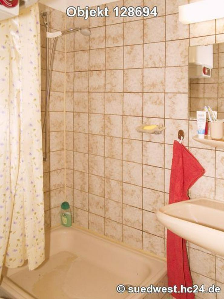 Bild 5: Karlsruhe-Innenstadt-West: Zweckmäßig eingerichtetes Zimmer mit eigener Dusche