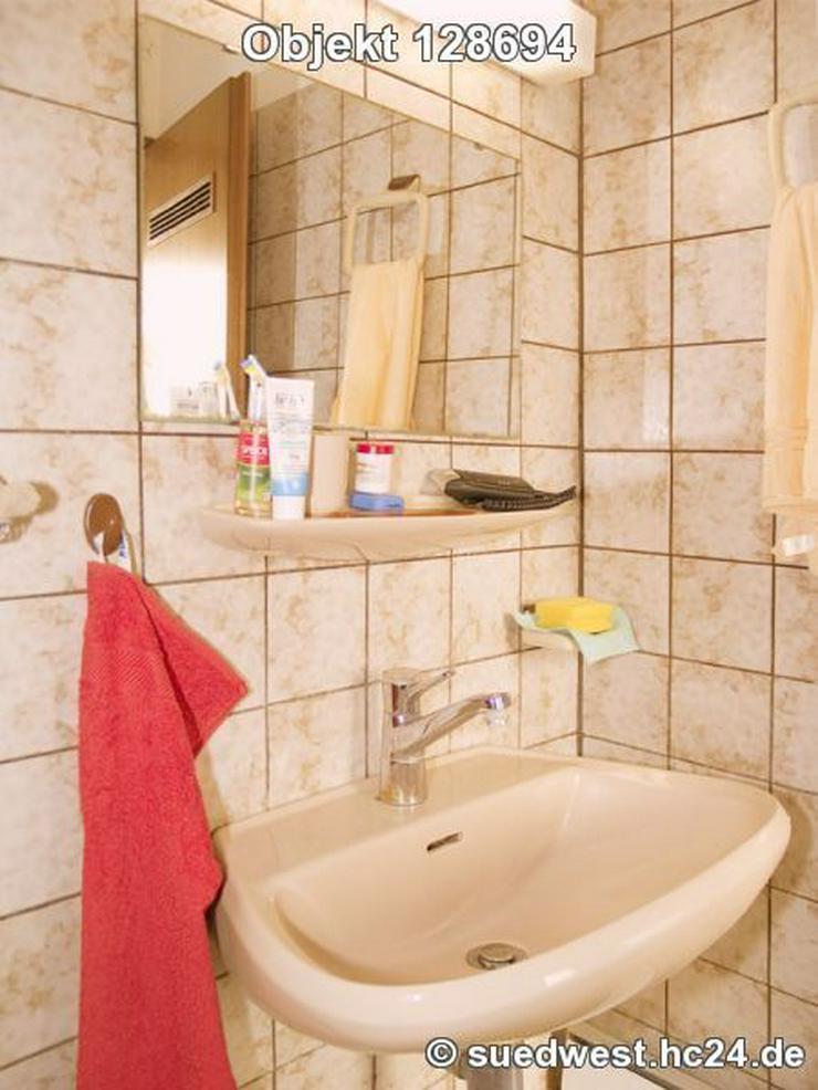 Bild 6: Karlsruhe-Innenstadt-West: Zweckmäßig eingerichtetes Zimmer mit eigener Dusche