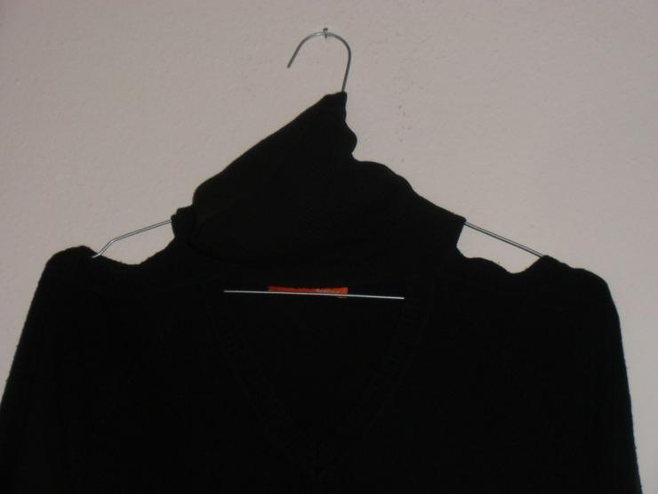 Bild 2: schwarzer, schulterfreier Pulli