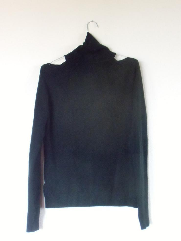 Bild 4: schwarzer, schulterfreier Pulli