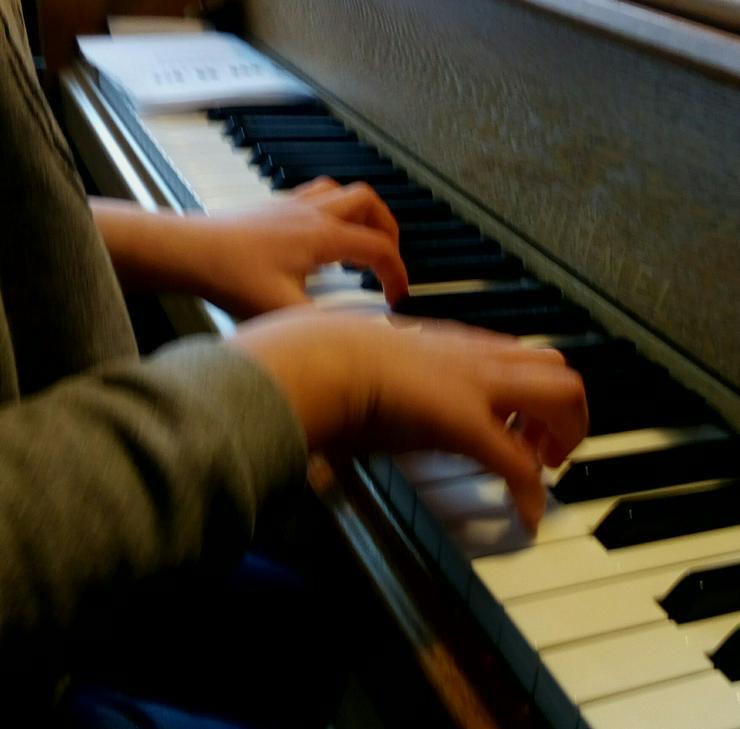 Klavierunterricht in Schönau/Brend  - Musik, Foto & Kunst - Bild 1