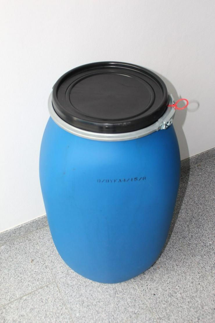 Bieten 120 Liter Kunststoffdeckelfässer