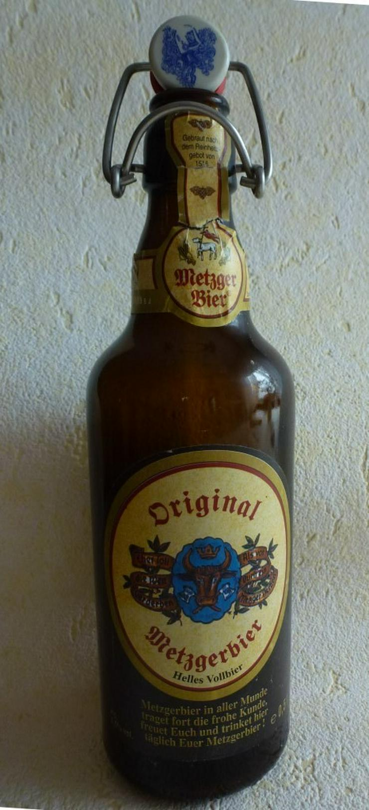 Alte Bierflasche mit Papieretiket 0,5 ltr