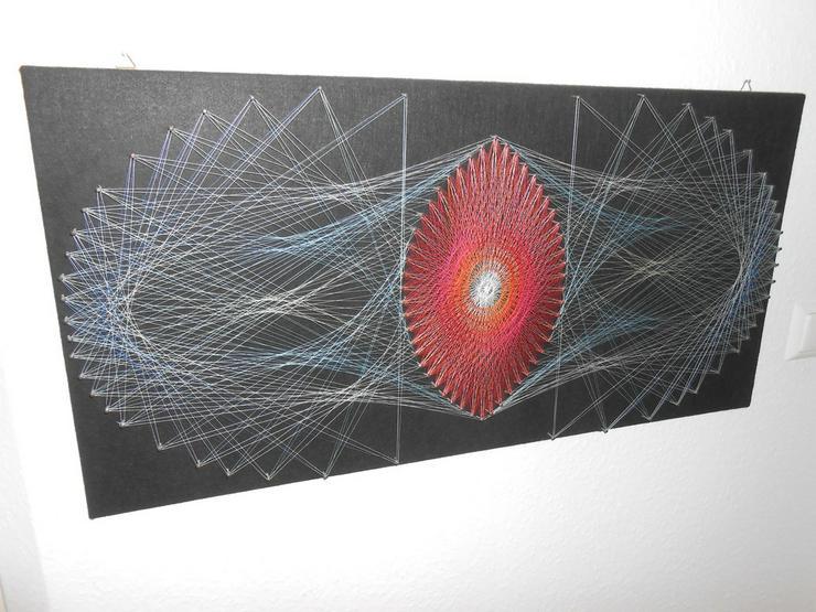 Schöne Fadengrafik - Motiv Auge des Universums