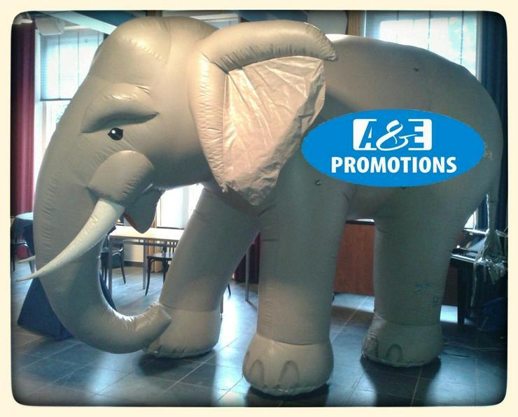 riesen weihnachtsmann mieten riesen elefant - Kostüme & Requisiten - Bild 1